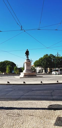 The man in the midle Lisbon Caisdosodre Rotunda Bird Tree King - Royal Person Blue Silhouette Sky Cloud - Sky Statue Politics And Government Idol Government