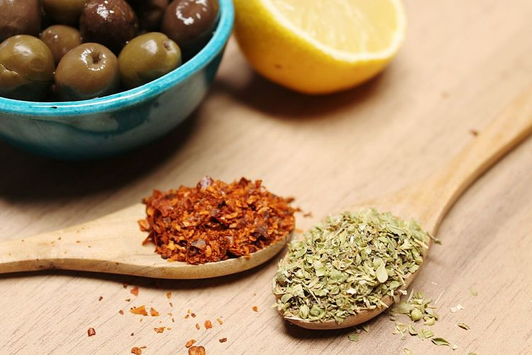 ''Spices''... Spices India Lime Yellow Yellow Color Oil Pump Oil Zeytin Zeytinyagı Red Redpepper Thyme Kekik Green Natural Pepper Peppers Sunum Eating Eat Restaurant