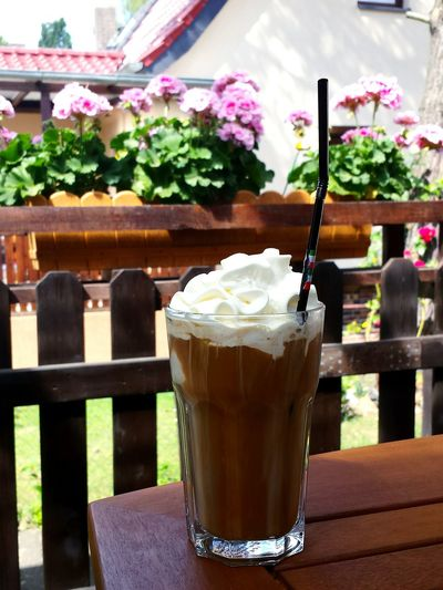 Drink Food And Drink Eiskaffee mmmmmh!, Ice Coffee Leckerschmecker Lecker Lecker Getränk Getränke against flowers, fence and house facade. Cocktails & Food Cocktail Glass Ice Cream Time, Eiscreme drink mit Sahne, Yummy Yummy In My Tummy Food Stories