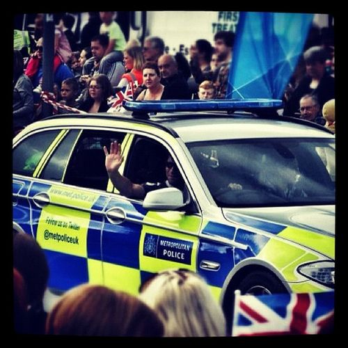 Good to see @metpoliceuk being cheered by the crowds at the Harlow Olympictorch relay London2012