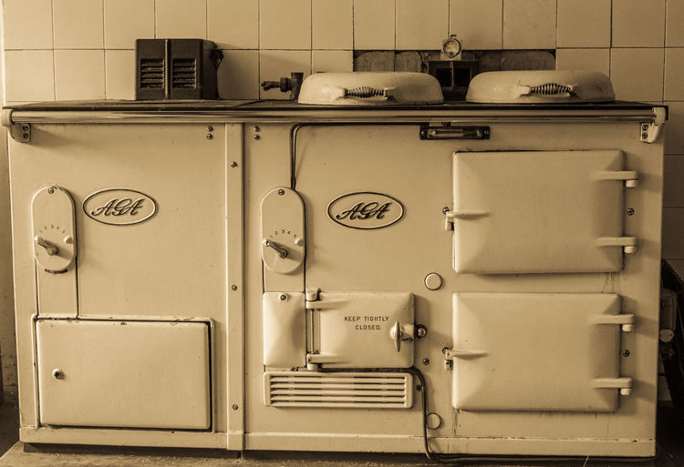 Old range in old country house waiting to be modernised, Suffolk, UK Country Kitchen Ancient Range Appliance Cooker Domestic Kitchen Household Equipment Indoors  Kitchen Kitchen Range Old Cooker Old Country Kitchen Old Style Old Style Building Old Style Photo Oven Range