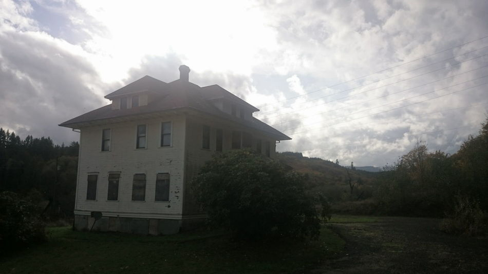 Architecture Built Structure Cloud - Sky Sky Cloudy Building Exterior No People History Sky And Clouds Cloudscape Non-urban Scene Tranquility Abandoned & Derelict Abandoned EyeEm_abandonment Boarded Up Abandoned House No Edit/no Filter No Filter, No Edit, Just Photography Bright Sky Surreal Glare