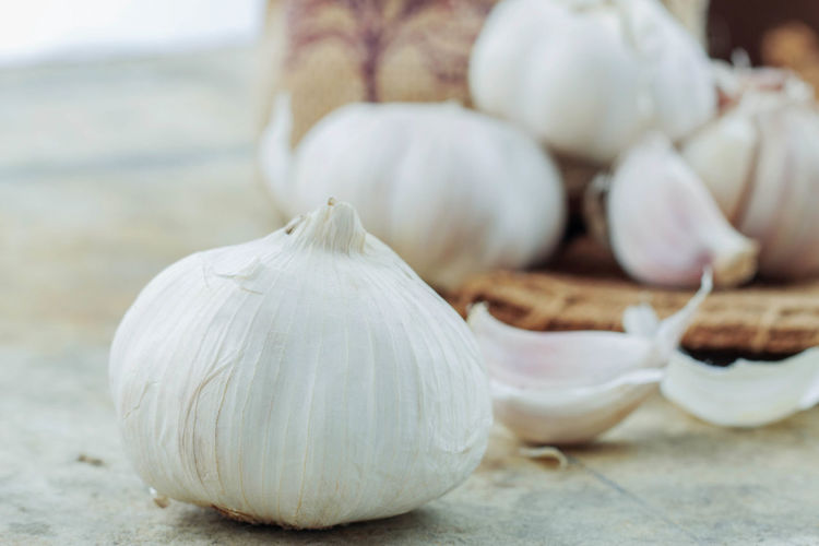 Close-up Day Food Food And Drink Freshness Garlic Garlic Bulb Healthy Eating Indoors  Ingredient No People Plant Bulb Spice Table