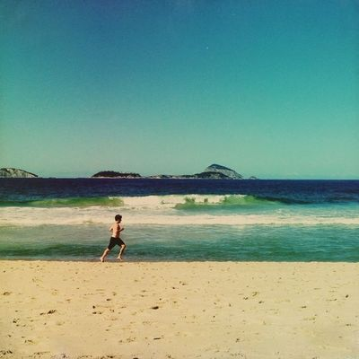 Leblon Beach using Hipstamatic : Doris lens and Sussex film. No edition this time, only croped borders. Igersrio