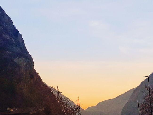 Sunrise Sunrise_sunsets_aroundworld Sunrise Silhouette Sunrise Lovers Sunrise Photography Sunrise Photos Landscapes Landscape_photography Landscape Lovers Sunlight Sunlight ☀ Mountain And Valley Sky Sky And Clouds Alba Montagna Vallata Thank You My Friends 😊 Eyem Eyem Gallery EyEm Selects Eyemphotography Eyem4photography Mountain Beauty Sky Landscape