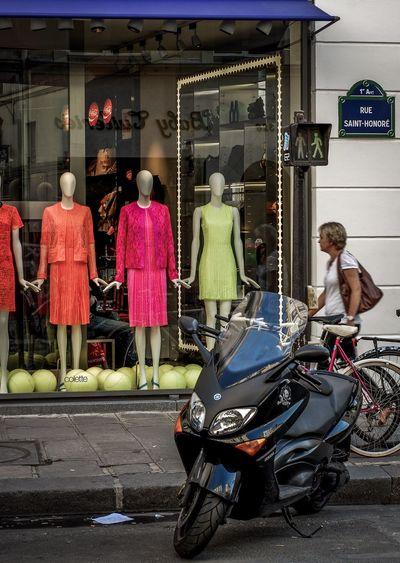 France Paris Street Streetphotography Street Photography Rue Saint Honore Glass Fashion store Walk Walking Around