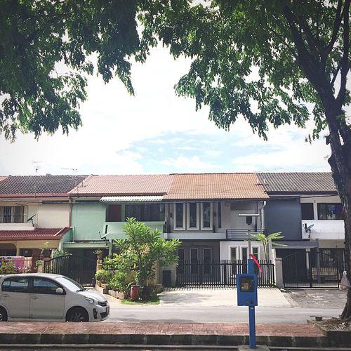 尋找生活節奏與態度的概念:框框裡有著 熟悉的建築風格,普遍的國產汽車,就是少了那 生 活 的 氣 息 與 味 道 Life Lifestyles Asian  Malaysia Summer Cest La Vie