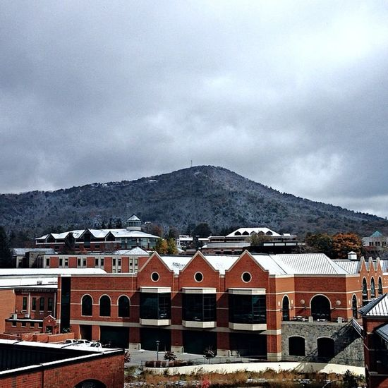 Good morning from Boone, NC. First snow of the year! ❄️ Snow AppState Boone AllWhiteErrything