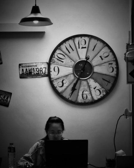 2017/5/20 街拍獵影~時間•人•日光燈 於高雄貝殼窩港都青年旅舍 Taiwan Bw Bw_lover BW_photography B&w Photo B&w Bw Photography B&w Photography Bwphotography Streetphotography Street Street Photography Streetphoto_bw Street Scene Streetphotography_bw b&w street photography Clock Face Clock Roman Numeral Time Watch Old-fashioned Wall Clock EyeEmNewHere