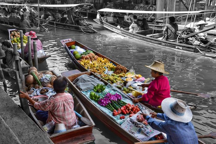 Reedit Nautical Vessel Real People Transportation Asian Style Conical Hat Market Floating Market Water Boat Wood Boat Paddle Oar Retail  Fruit Vegtables Nikon D3100 Thailand Tourism ASIA Selective Color Black And White Vendor Adventures In The City