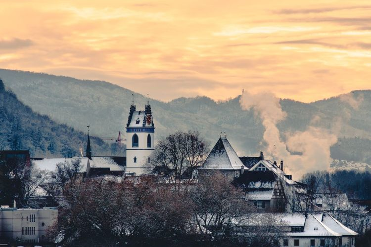 La ciudad más hermosa de Suiza EyeEm Selects Architecture Mountain Built Structure Building Exterior Tree Religion No People Sky Place Of Worship Mountain Range Sunset Snow Cold Temperature Nature Winter Beauty In Nature Cloud - Sky