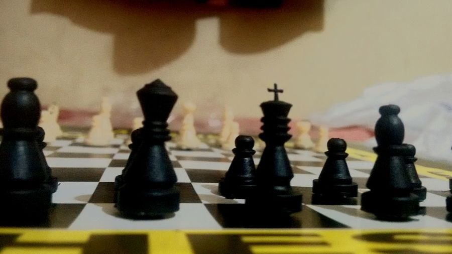 Chess CHECK & MATE Black Ivory Contrast King