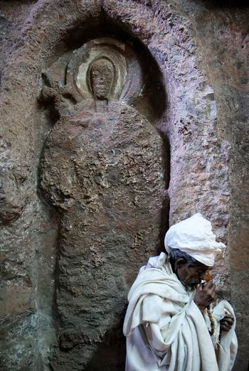 Lalibela Ethiopia Religion Christianity Lalibela Orthodox Apostle Pilgrimage Prayer Rock Church Sculpture Statue Carving - Craft Product Place Of Worship