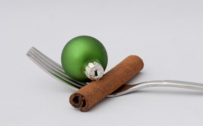 Still Life Indoors  Studio Shot White Background Copy Space Close-up Kitchen Utensil Fork Christmas Christmas Decoration Christmas Ornament Holiday Celebration Merry Christmas! Restaraunt Catering Eating Food And Drink Backgrounds Christmas Decorations Holidays Holiday - Event Cinnamon