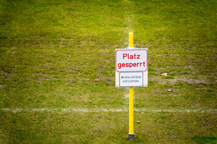 Beauty In Nature Close-up Closed Communication Day Football Field Grass Grass Green Color Nature No People Outdoors Platz Gesperrt Soccer Field Sport Field Text Tranquil Scene Tranquility Warning Sign