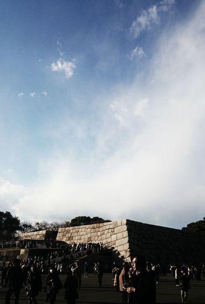 くどいけども、また天守台。もしもまだ江戸城があったら…と想像して撮ってみた。再建してほしいなぁ〜♪ Ruins Of A Castle Stone Wall Sky And Clouds