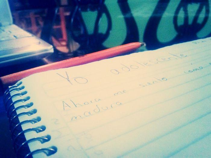 Aburrida Haciendo Tarea >.<