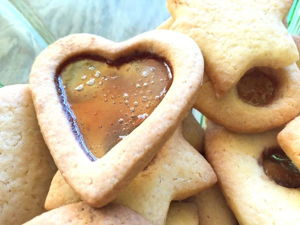 Christmas cookies, heart Food And Drink Food Freshness Heart Shape Close-up Still Life Sweet Food Baked Positive Emotion Love Indoors  Indulgence Emotion Temptation Focus On Foreground Ready-to-eat Cookie No People High Angle View Snack 2018 In One Photograph Moments Of Happiness