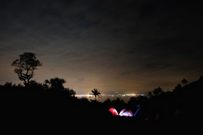Sunrise? No, this is at 5am, the clouds covered the stars again and the light pollution is more visible. So I accepted the fact that that's it for today, and try to get a nice shot of the galatic core next time. 3 of 3 Glowing Tent EyeEmNewHere Philippines Long Exposure Clouds Campsite EyeEm Nature Lover Batangas Fujifilm Fujifilm X-t20 Hiking Light Pollution Mountain Tent Cityscape Citylights Skyline Tree Silhouette Outdoors Night Sky Nature