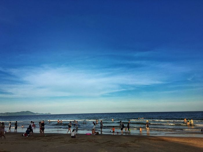 阳光海浪沙滩。