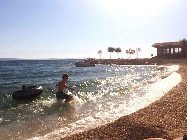 Taking Photos Enjoying Life Beach Ozean Kids Palms Cocktail Hello World