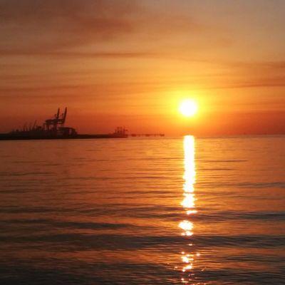 Hormozgan BandarAbbas Sky Sea Sun Irantravel Mustseeiran Seashore Good Morning Srna Photographer Nexus5 Persian Gulf پاییز طلوع بندرعباس هرمزگان دریا ساحل صبح خوش خلیج پارستیابخونسرخعشق ۱۳۹۳/۰۹/۱۱ 2014/12/02
