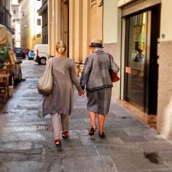Bffs Oldfriends Grannies Handinhand oldpeople street friendship Parma igerspisaintrasferta ig_parma igersparma ig_emilia igersemilia Emilia vivo_italia boiabello nofilter bffsforlife