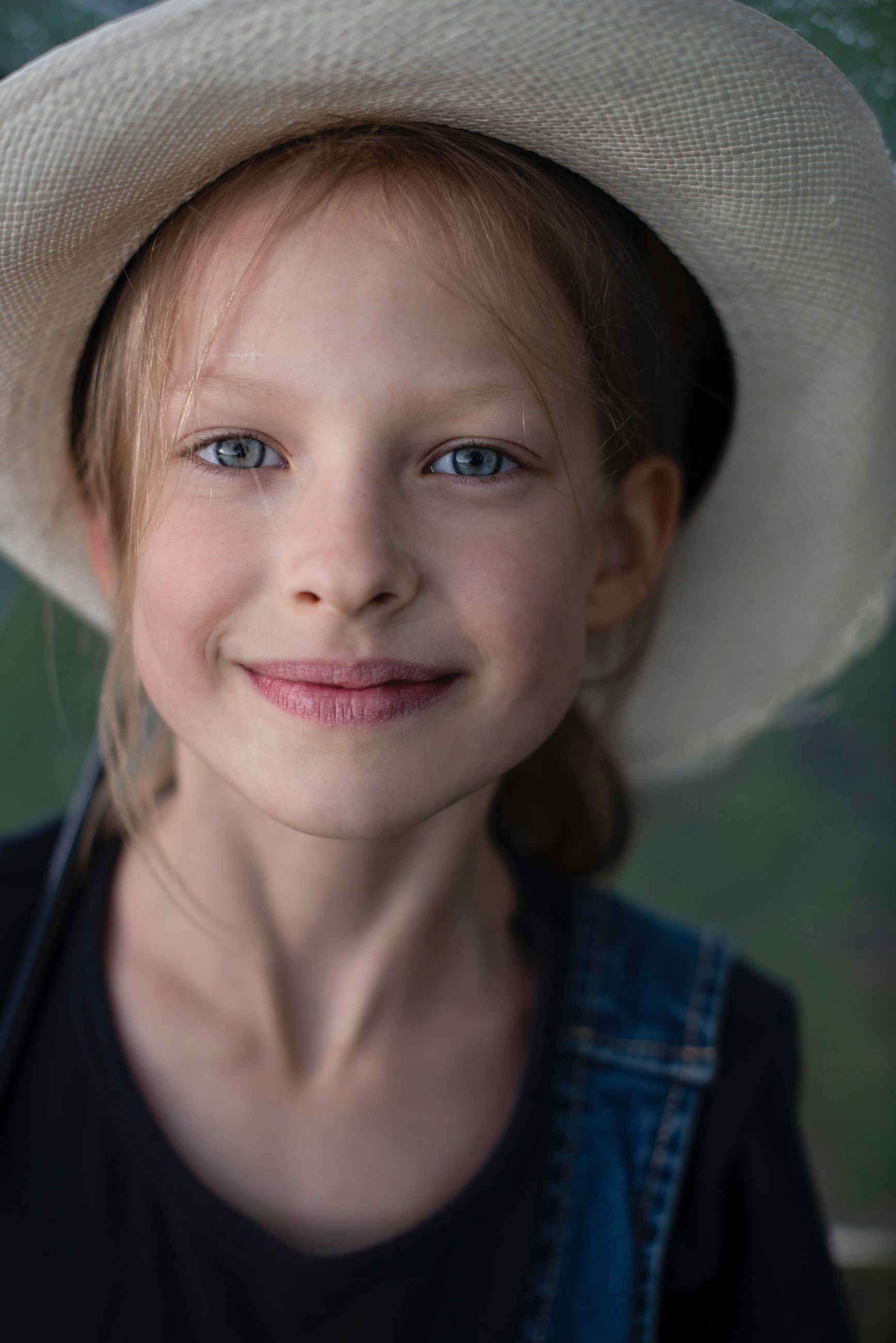 portrait, headshot, front view, one person, women, clothing, hat, looking at camera, girls, child, close-up, smiling, females, leisure activity, real people, childhood, lifestyles, innocence, human face