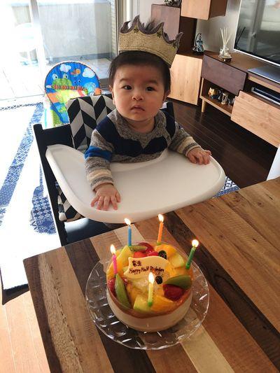 キョトン顔👶🏻😮my sweet baby boy's half birthday🎂🎉 Mysweetbaby Babyboy Family Childhood Birthday Cake Babyhood Half Birthday Half Birthday Party Indoors  Innocence Happiness Oursweetbaby Love ♥ 20170203
