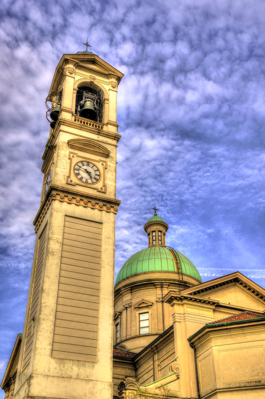 LOW ANGLE VIEW OF CLOCK TOWER OF BUILDING