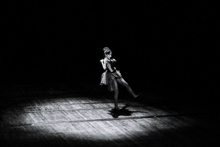 The strenght of a goal Art Arts Culture And Entertainment Art is Everywhere Artphotography Ballet Dancer Dance Blackandwhite Bw Bnw Streetphotography Oran  Inner Power Full Length Arts Culture And Entertainment Sweeping Space Suit Dusting EyeEmNewHere