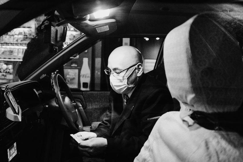 Shinjuku, Tokyo, 2017 Everybodystreet Japan Monochrome Real People Shinjuku Nights Streetphotography The Street Photographer - 2017 EyeEm Awards Tokyo