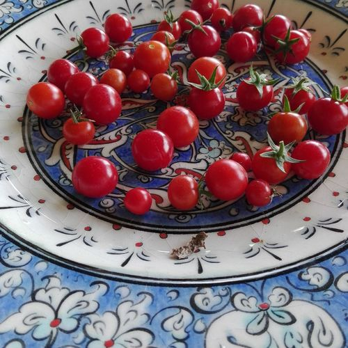 Fruit Red Food Freshness Sweet Food Cherry Tomatoes Iznik Pottery Iznikplates EyeEm Gallery Izniktiles Eyeemphotography Redandblue Foodphotography Contrast Red Blue No People Plate Indoors  Close-up Healthy Eating Day Ready-to-eat
