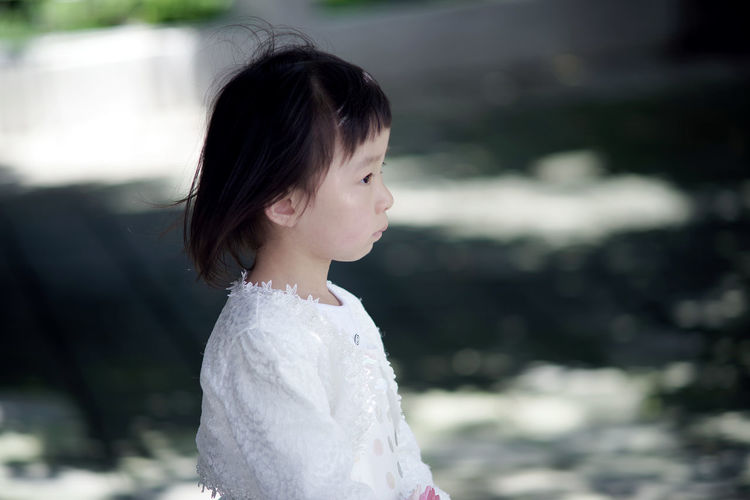 Side view of thoughtful girl looking away