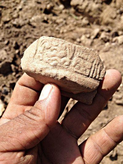 Jeroglíficos en Cerámica, descubierto en un proyecto de irrigación en CASFUL