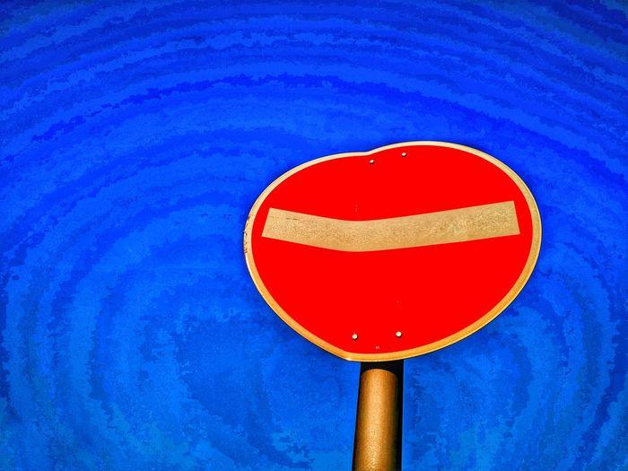 Stop. Einbahnstraße. Einfahrt verboten. Herz. Verschlossen. Einbahn. Einbahnstraße. Verkehrszeichen. Verkehrsschild. Zeichen. Stop Sign Stop Heart Heartbreak Heartbroken Oneway Onewayroad Do Not Enter Sign Do Not Enter Symbolic  Symbol Sign Traffic Sign Street One Way Ends-another Begins One Way Road One Way Street Sign One Way Only One Way Sign On The Blue Sky Ending End