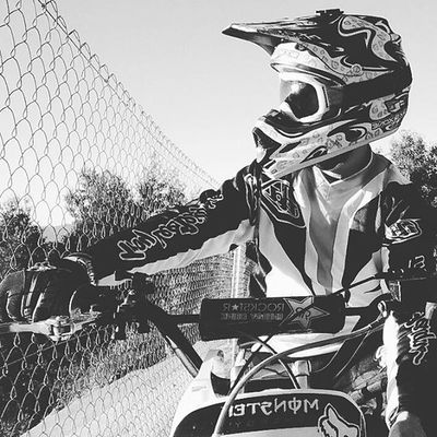 Deep inside your soul there's a hole you don't wanna see Every single day what you say makes no sense to me Even though I try I can't get my head around you... Routes Freeridingtime Motocross Mxgear Freeridemx Blackandwhite Dirtbikelife Offroad Dirtbike Shot Tld Riding Braaap Mx  Desconectingmoments