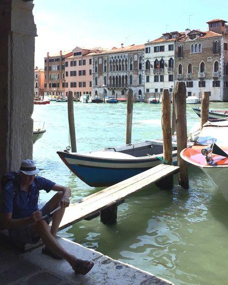 Un Homme à Venise 🎭 Architecture Built Structure Water Nautical Vessel Boat Moored Outdoors Travel Destinations City Sky Designer  Lifestyles Life Transportation Calm Silence Italia Venice IPhoneography 🌼