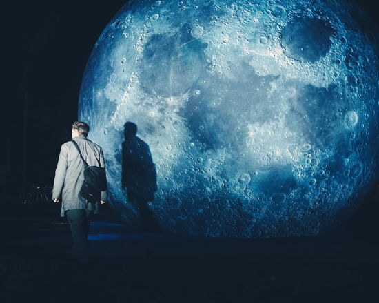 Luke Jerram and his museum of the moon Space Artinstallation ArtWork Art Moon Museum Of The Moon Luke Jerram Adapted To The City Break The Mold Art Is Everywhere The Street Photographer - 2017 EyeEm Awards HUAWEI Photo Award: After Dark