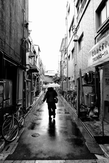 Street Photography Blackandwhite Rainy Days People EyeEm Vision Cold Weather Wet Ultimate Japan Battle Of The Cities