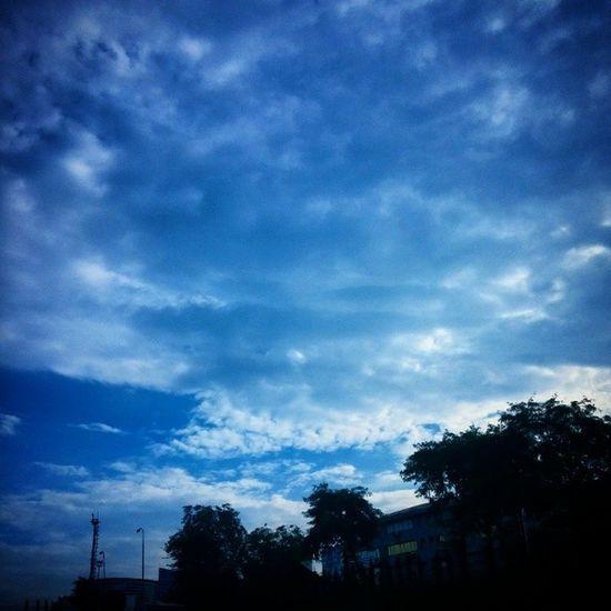Anlardan bir an, göğe bakarken göğe yükselenler göreceğiz. Sky Gok Gokyuzu Mavi blue gogebakalim haydi lets