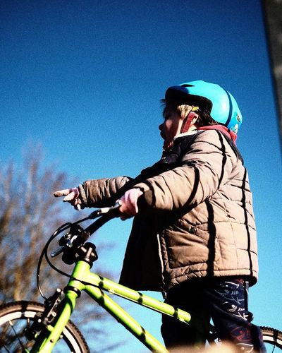 Cycling Bicycle Sports Helmet Headwear Real People Riding One Person Clear Sky Mode Of Transport Leisure Activity Cycling Helmet Helmet Sport Outdoors Lifestyles Side View Transportation Day Blue Men
