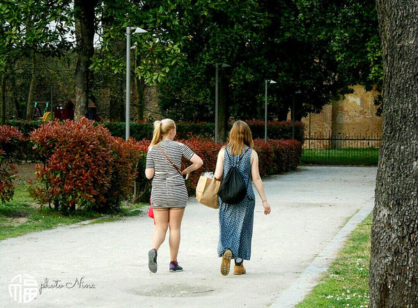 https://www.facebook.com/Paviainliberta/ follow me Rear View Full Length Tree Togetherness Girls Two People Outdoors Friendship Blond Hair Walking Child Day People Bonding Childhood Real People Vacations Adult Facebook Facebook Page
