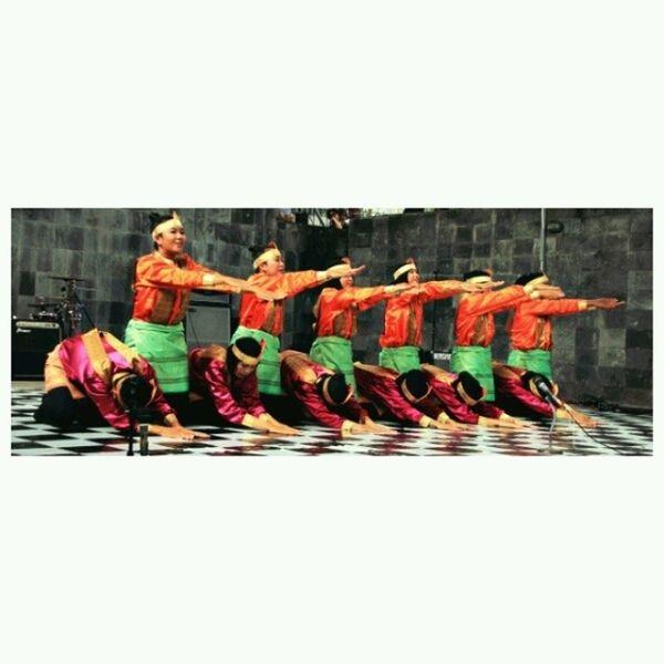 Samantraya FIB UGM. jaman tampil di Etnika Fest 2013. Budaya Saman Tari Tradisional college culture traditionaldance aceh performance art ArtThursday