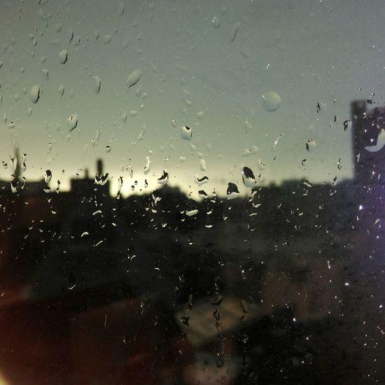 Urban Rainy Days Sous La Pluie