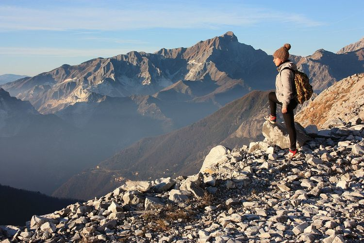 Explorer girl on excursion in mountains of tuscan-emilian apennines. apuan alps on sunny cold day