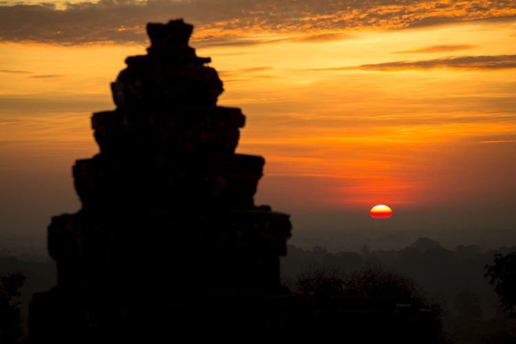 Siem Reap Angkor Wat Phnom Bakheng sunrise hilltop sunset UNESCO dawn Cambodia Siem Reap Architecture Beauty In Nature Built Structure Cloud - Sky Dawn Day Hilltop Nature No People Orange Color Outdoors Phnom Bakheng Scenics Silhouette Sky Sun Sunrise Sunset Tree