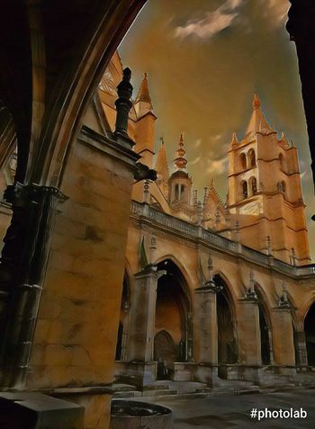 Catedral León - España Architecture City Travel Destinations Travel Sunset Tourism Built Structure Building Exterior History Sky Dome No People Outdoors Cultures Cityscape Day