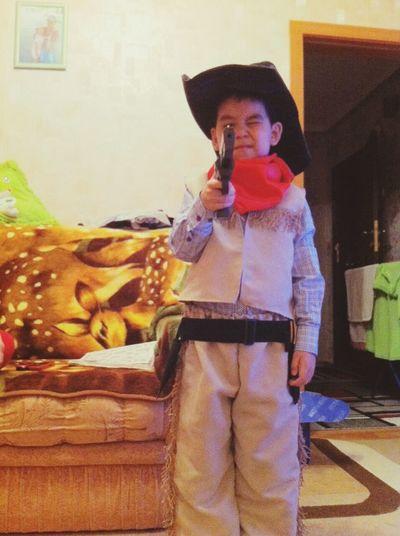 а маальчиик-красаавчик мой племяянниик-ковбооой ♥