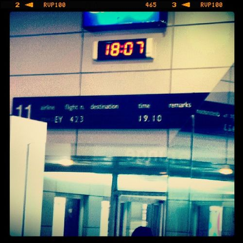 Boarding Time!!! GoingBackToLondonBaby ByePhilippines MissingHubbyAlready ShakeyHandsSorry NoSleepEh BritishAccentOn Igers IgersManila NaiaT1 HashTag